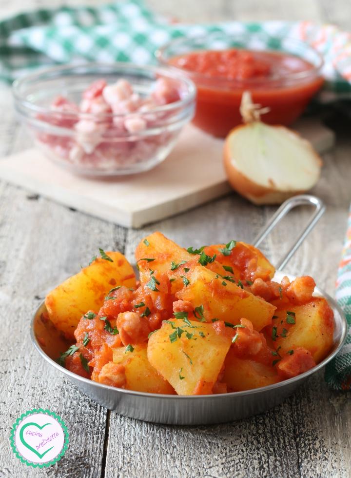 Patate con pancetta al pomodoro