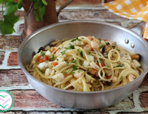 Spaghetti con sugo di pesce surgelato