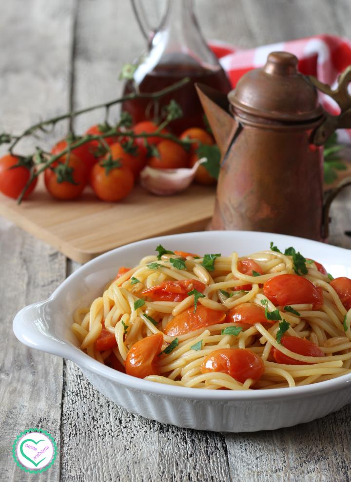 Pasta con colatura di alici e pomodorini