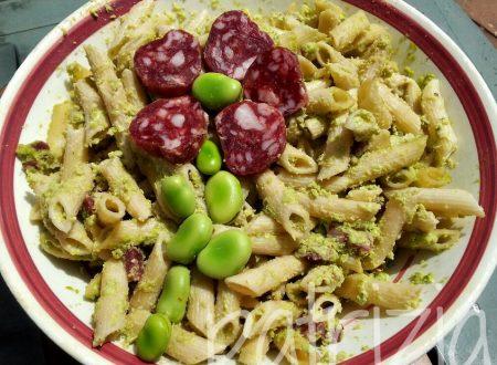 pasta fredda al pesto di fave con salame e pecorino