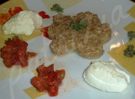 mousse di mozzarella di bufala con riso integrale e mini tartare di pomodoro