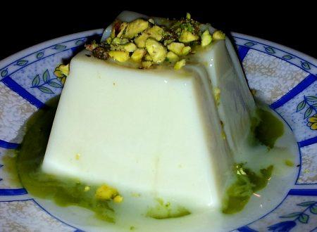 budino di latte e vaniglia con miele caldo al pistacchio e pistacchi ricetta light