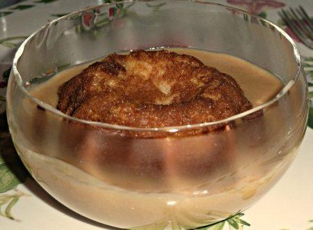 tortino morbido di cioccolato bianco con crema calda di vino cotto