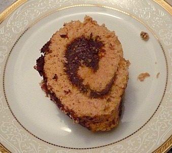 rotolo speziato con farina di castagne farcito con mousse al cioccolato