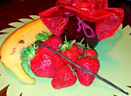 marmellata di fragole e banane con vaniglia e gocce di cioccolato fondente