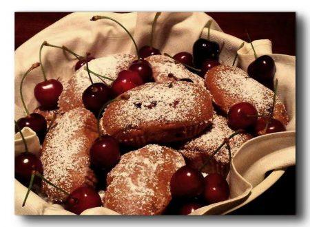 mini plum cake di farro alle ciliegie e gocce di cioccolato light