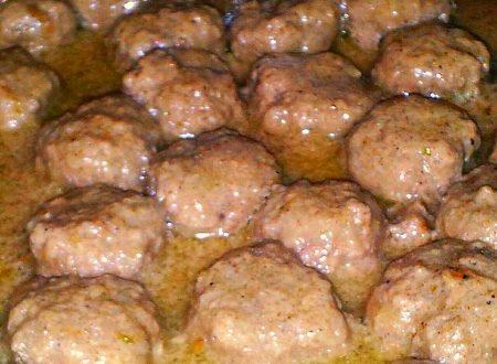 riso con polpette in crema di curry, piatto unico saporito