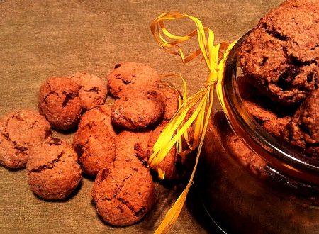 biscotti morbidi con avena, mandorle, noci, bacche di goji e cioccolato fondente, solo con olio extravergine di olive e miele…a basso indice glicemico