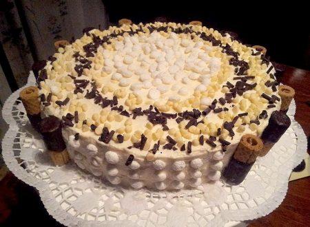 torta buon bompleanno con crema al cocco