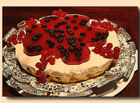 torta fredda ai frutti di bosco in lemon curd e crema di kefir con gelatina di frutti rossi