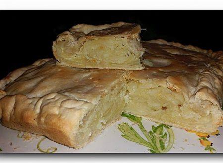 torta baciocca, di patate, cipolle e lardo, cucina tradizionale ligure