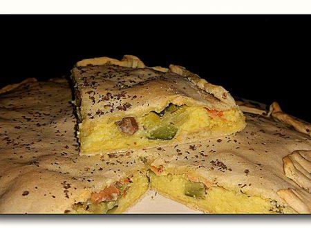torta di pasta matta allo yogurt con purè, zucchine e salmone