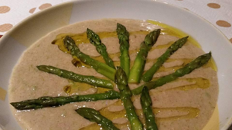 crema di asparagi con farina di semi di lino e fiocchi di avena