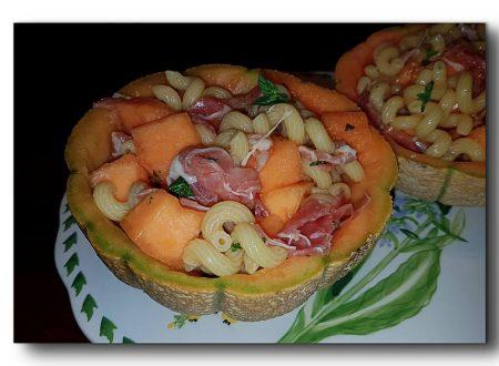 insalata di pasta prosciutto e melone alla menta