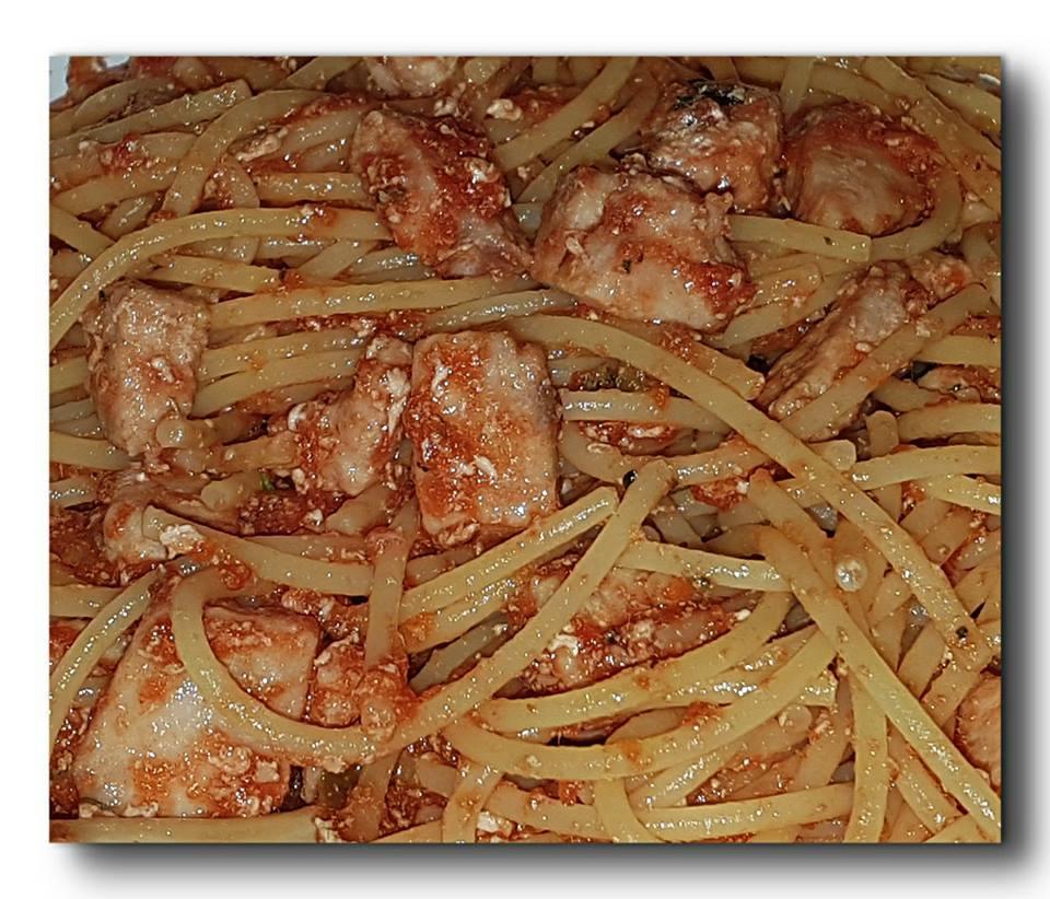 spaghetti-integrali-con-sugo-rosso-di-tonno-fresco