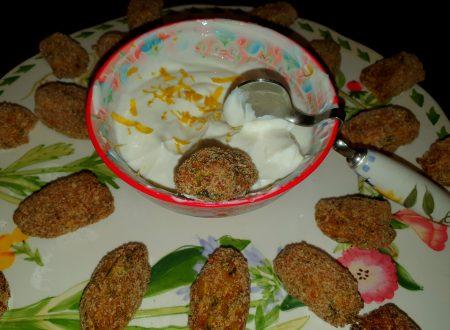 Crocchette di zucchine alla menta con salsa di yogurt al limone