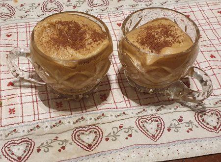 Crema di caffè fredda senza panna