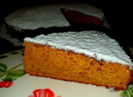 torta soffice alle mandorle e zucca con zenzero candito