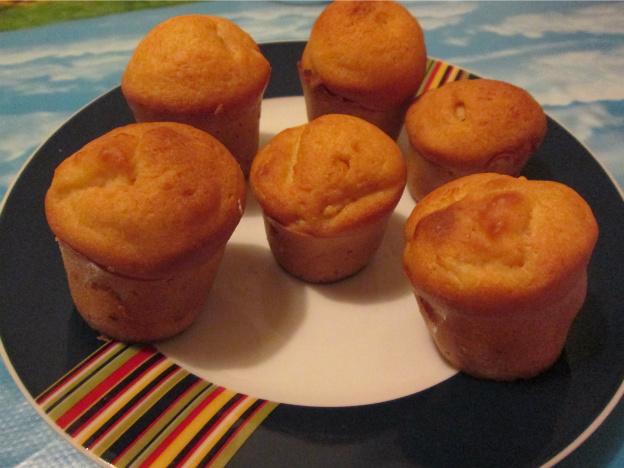 Muffin alle mele con marmellata d'albicocche e cannella