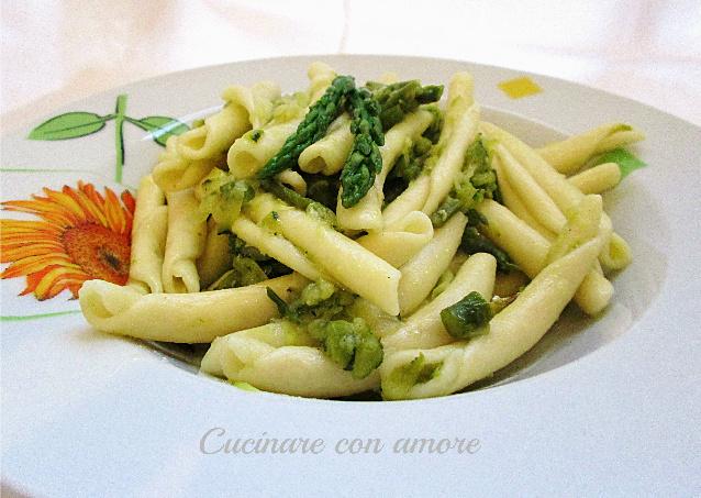 fricelli con asparagi e zucchine