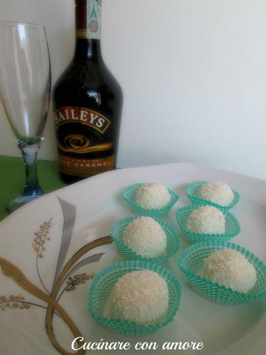 dolcetti al cocco con ricotta e bayles al cream caramel