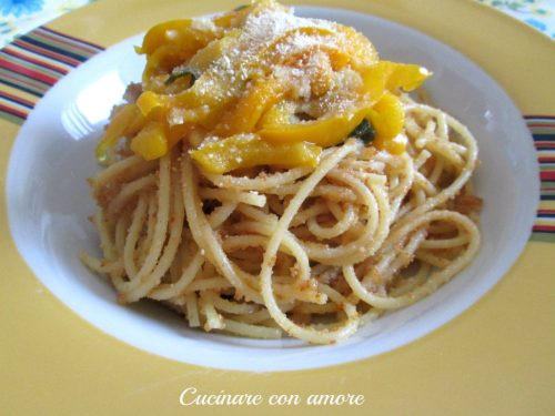 Spaghetti con peperoni e pangrattato
