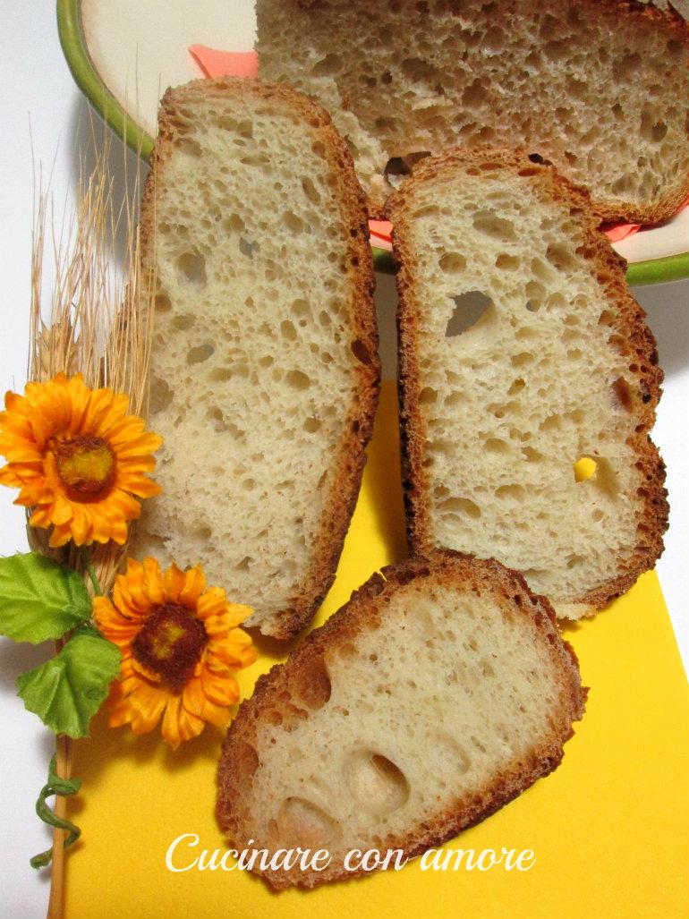 pane tutto buchi