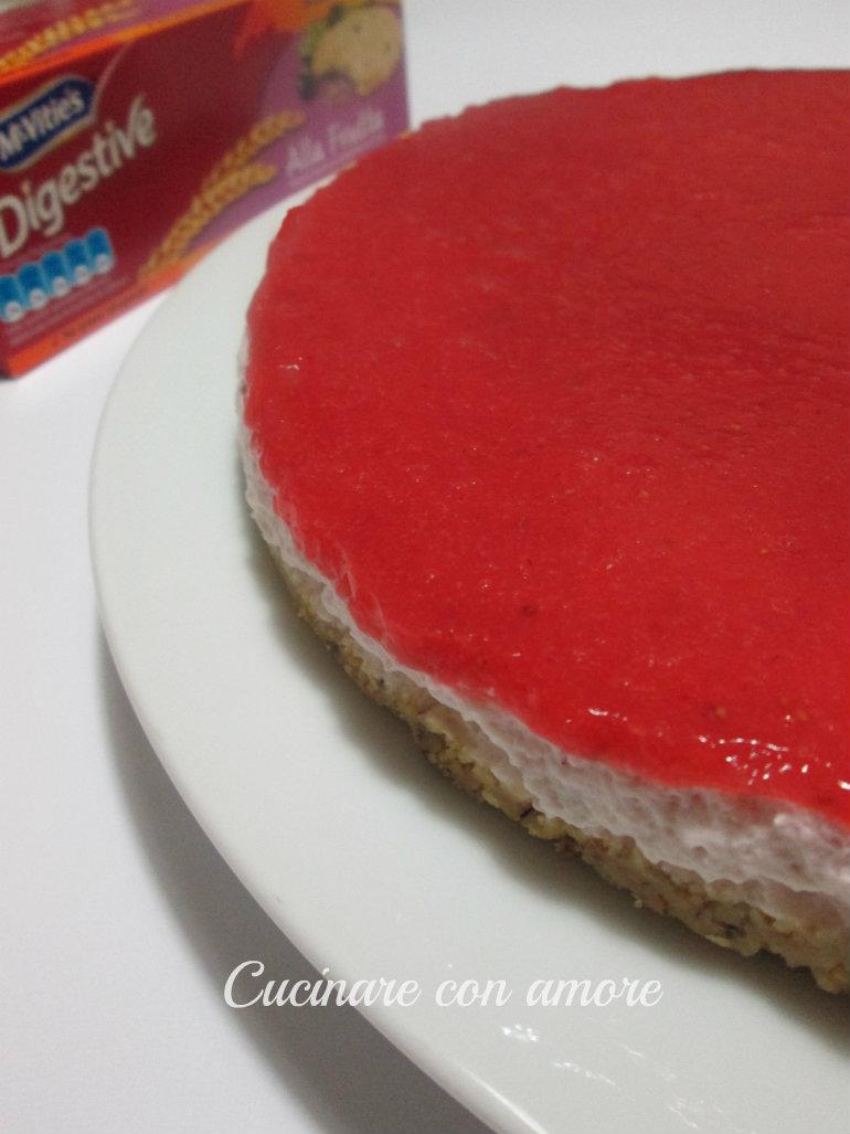 torta fredda allo yogurt ai frutti di bosco