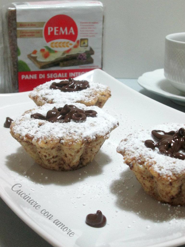 Tortini di pane con mandorle e cioccolato