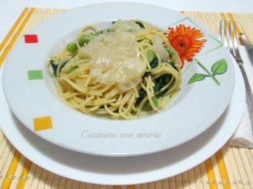 Spaghetti con cime di rapa e cipolla