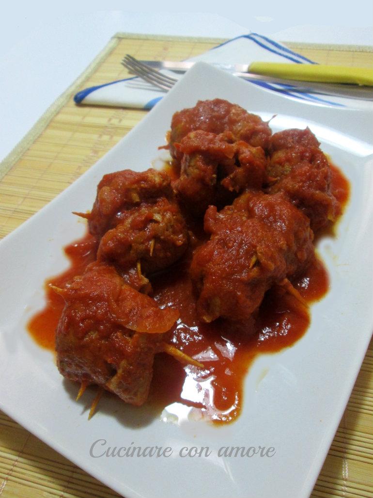 Involtini di carne di maiale al sugo
