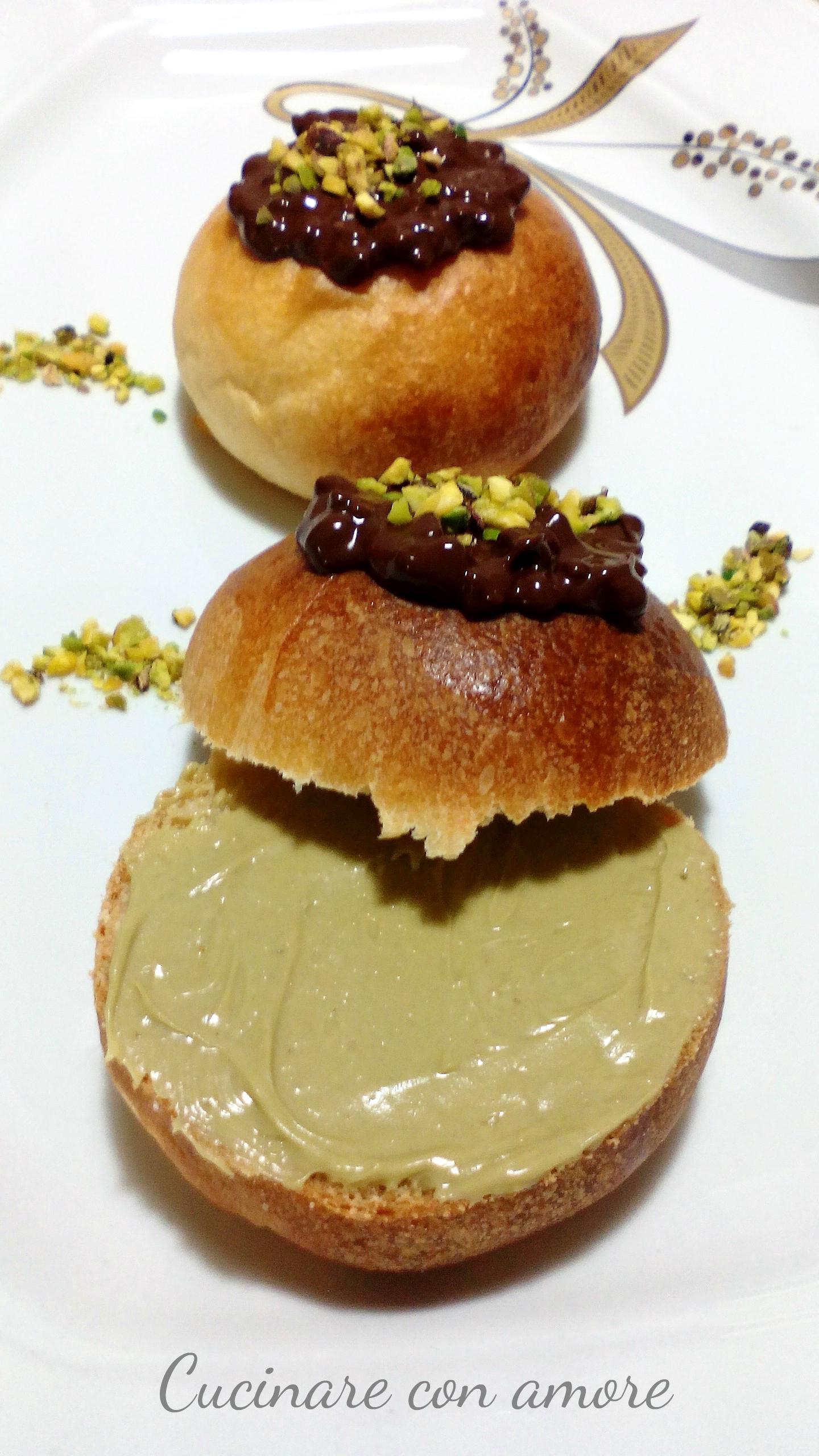 Brioche con crema al pistacchio