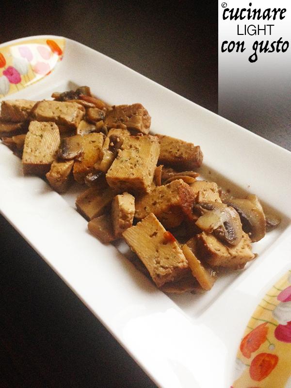 Molto Tofu affumicato saltato in padella con champignon | Cucinare Light  UP49