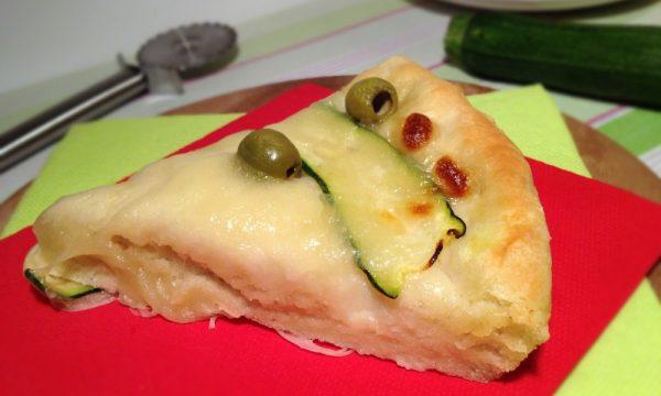 Pizza con zucchine e olive