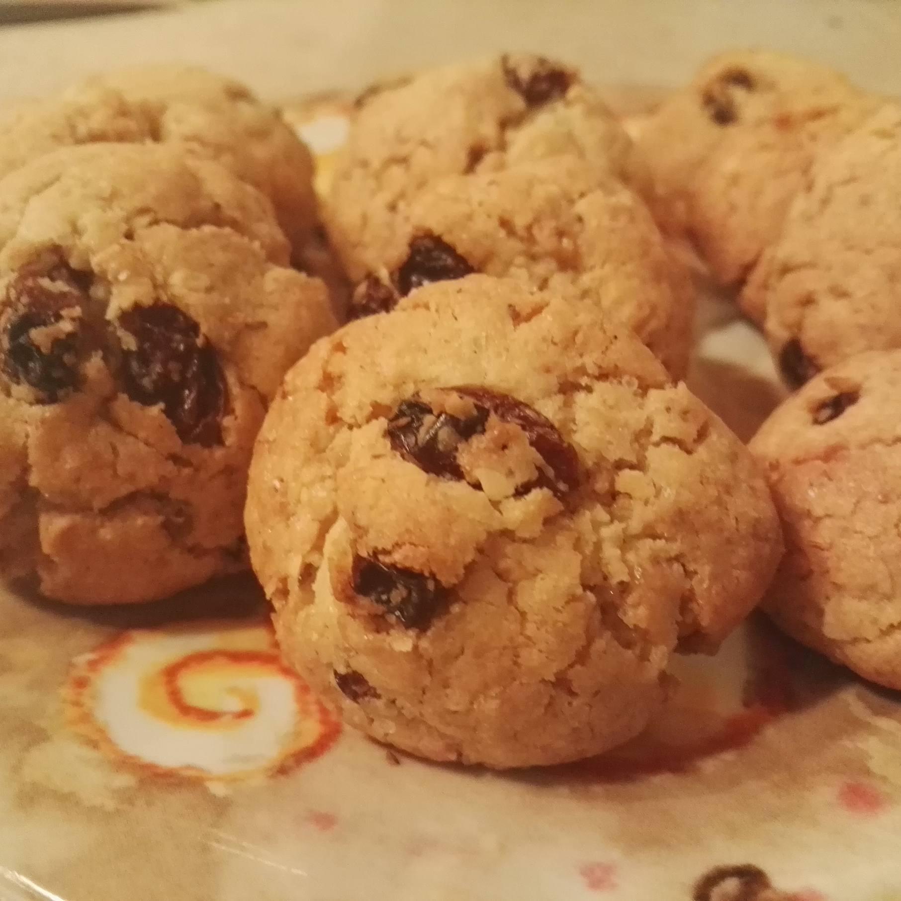 Biscotti alle noci e uva passa