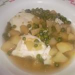Uova in camicia, patate e piselli