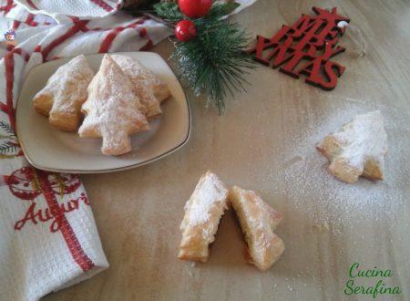 Biscotti natalizi di pasta sfoglia con nutella