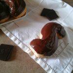Brioches a S ricoperte al cioccolato
