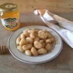 Gnocchi dolci con miele, cannella e pangrattato