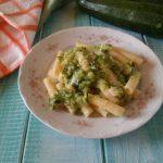 Pasta con zucchine cremosa e filante