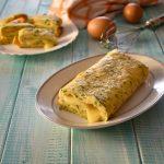 Rotolo di frittata con zucchine e formaggio