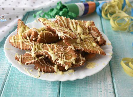 Chiacchiere al pistacchio e cioccolato bianco