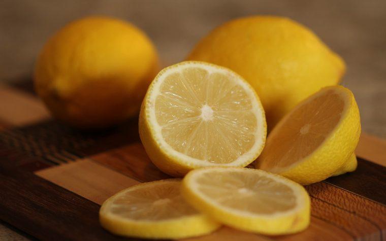 Congelare succo e scorza dei limoni