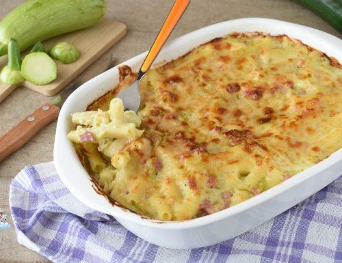 Pasta al forno cremosa con zucchine e prosciutto
