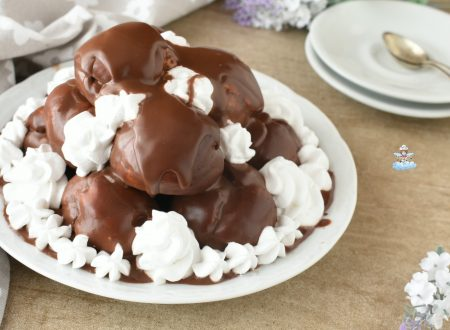 Profiteroles con panna e cioccolato
