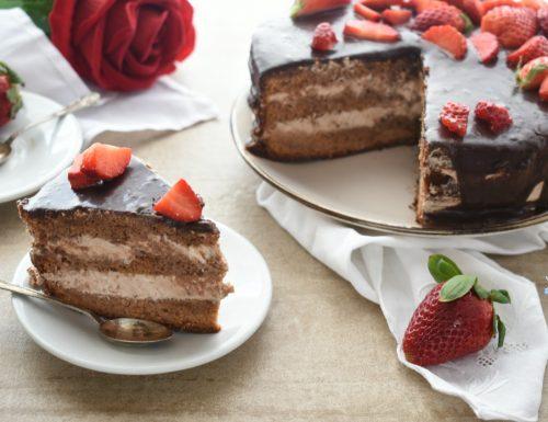 Torta al cioccolato con fragole e farcia al mascarpone