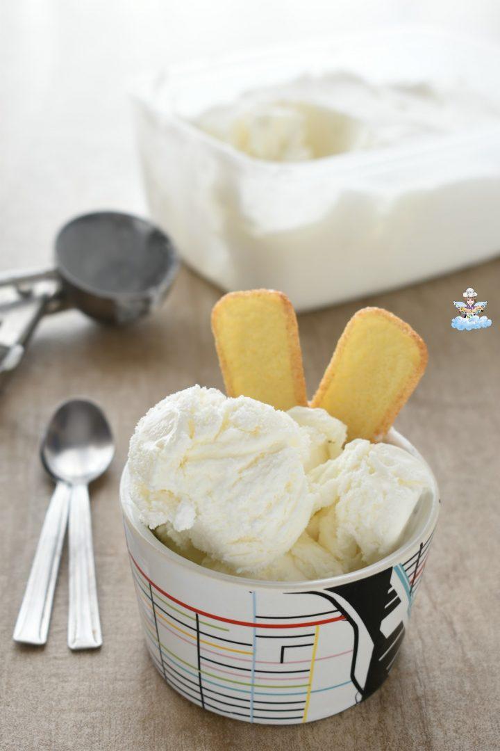 Gelato vaniglia cremoso senza gelatiera e senza rigirare in freezer