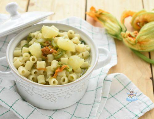 Minestra con fiori di zucca e patate