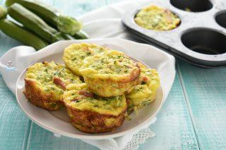 Muffin frittata con zucchine e speck