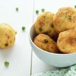 Polpette di patate con piselli e tonno